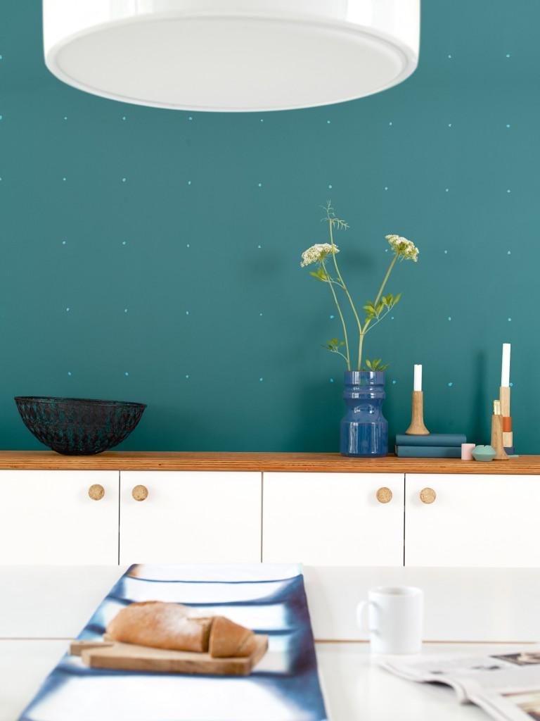 Denne veggen har tøffe prikker malt i en lysere tone.