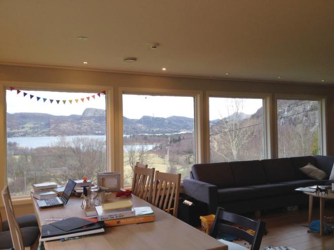 Fasjonable Hvordan skal jeg henge opp gardinene i dette vinduet? - Kreative Idéer AS-54