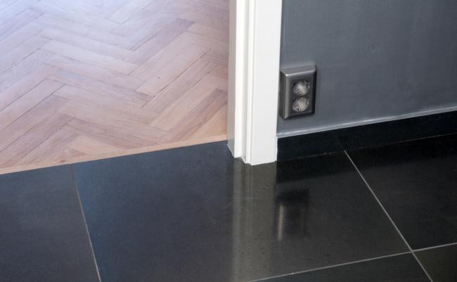 Overgangen et gulv mot et annet kan gjøres pen og naturlig.
