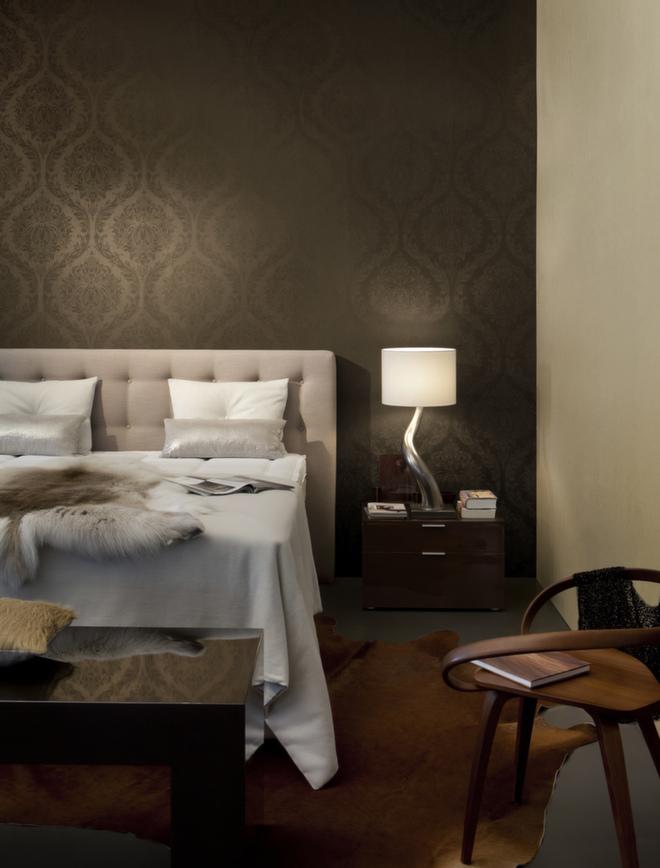 Soverommet tåler litt mørkere farger enn mange andre rom. Her er det tapetsert med Orpheo fra Borge.