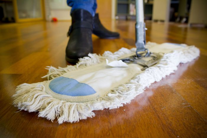 Vaske gulv med grønnsåpe