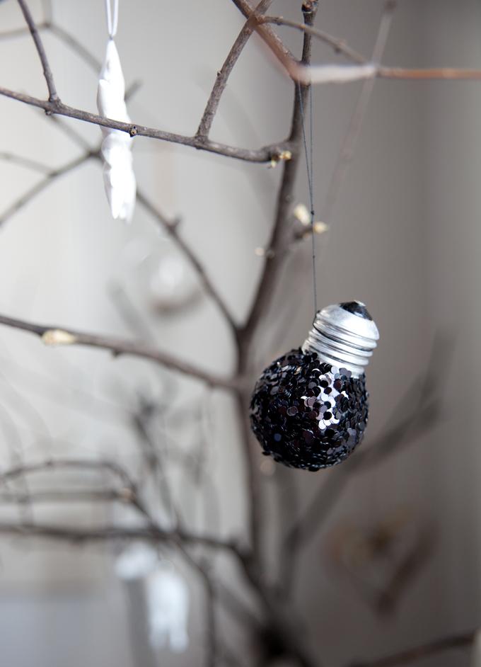 lightbulbs_annmerete02