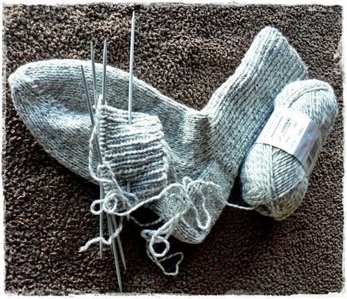 Første sokk ferdig strikket.