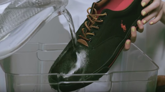 Gjør skoene vanntette med et stearinlys