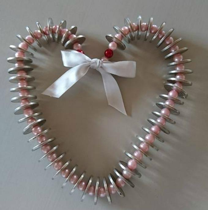 Kreativ pengegave - hjerte laget av mynter.