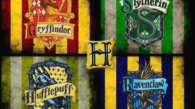 De fire ulike husene ved Galtvort skole i Harry Potter.